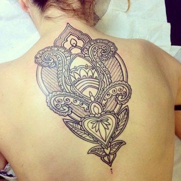 Tatouage dos femme : 50+ idées de tatouages et leurs significations 77