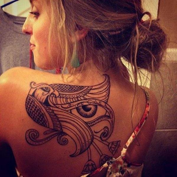 Tatouage dos femme : 50+ idées de tatouages et leurs significations 78