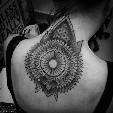 Tatouage dos femme : 50+ idées de tatouages et leurs significations 87