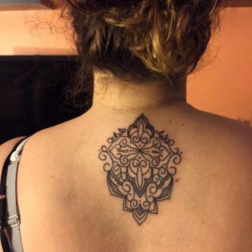 Tatouage dos femme : 50+ idées de tatouages et leurs significations 90