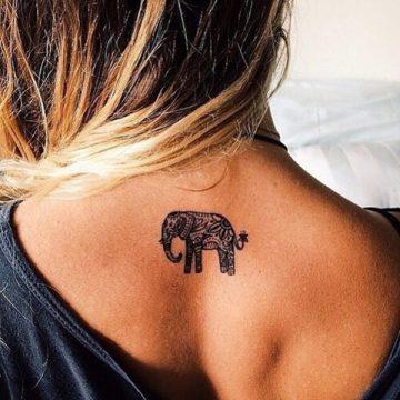 Tatouage dos femme : 50+ idées de tatouages et leurs significations 93