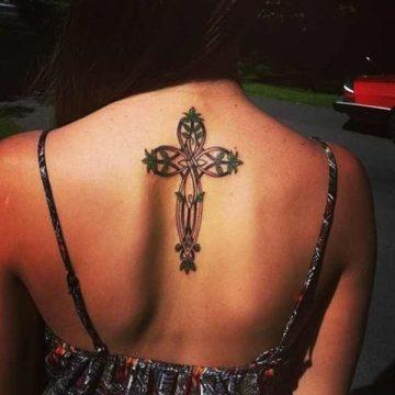 Tatouage dos femme : 50+ idées de tatouages et leurs significations 112