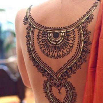 Tatouage dos femme : 50+ idées de tatouages et leurs significations 19