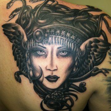 Tatouage Macabre femme : 20+ idées de tatouages et sa signification 6