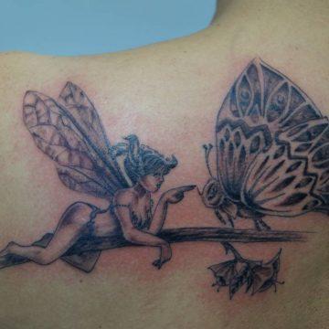 Tatouage épaule femme : 25+ idées de tatouages et leurs significations 110