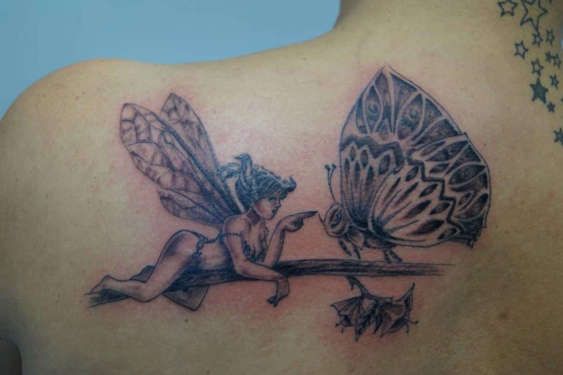 Tatouage épaule femme : 25+ idées de tatouages et leurs significations 39