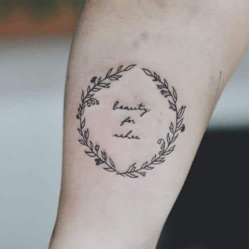 Tatouage Phrase femme : 35+ idées de tatouages et sa signification 2