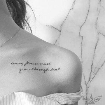 Tatouage Phrase femme : 35+ idées de tatouages et sa signification 43