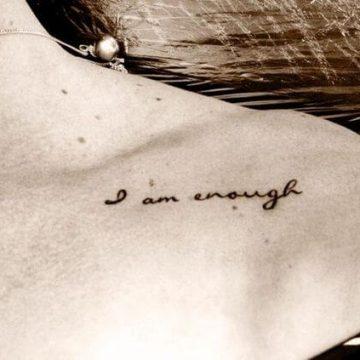 Tatouage Phrase femme : 35+ idées de tatouages et sa signification 46