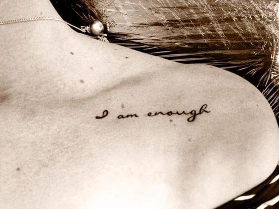 Tatouage Phrase femme : 35+ idées de tatouages et sa signification 38