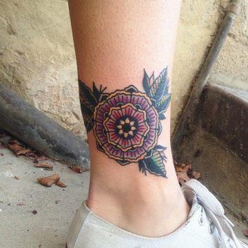 Tatouage Old School femme : 25+ idées de tatouages et sa signification 1