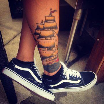 Tatouage Old School femme : 25+ idées de tatouages et sa signification 20