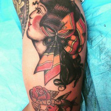 Tatouage Old School femme : 25+ idées de tatouages et sa signification 21