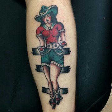 Tatouage Old School femme : 25+ idées de tatouages et sa signification 25