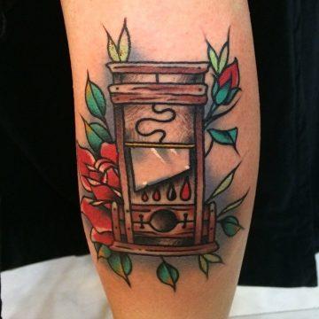 Tatouage Old School femme : 25+ idées de tatouages et sa signification 31