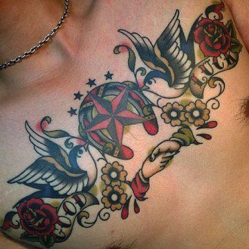 Tatouage Old School femme : 25+ idées de tatouages et sa signification 35