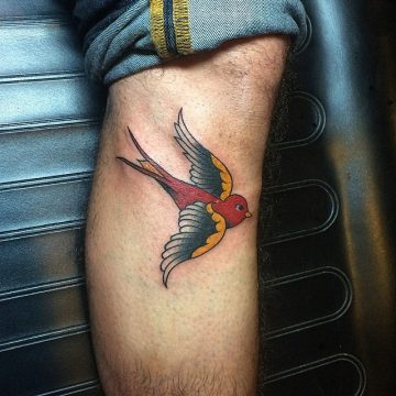 Tatouage Old School femme : 25+ idées de tatouages et sa signification 37