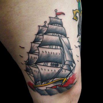 Tatouage Old School femme : 25+ idées de tatouages et sa signification 40
