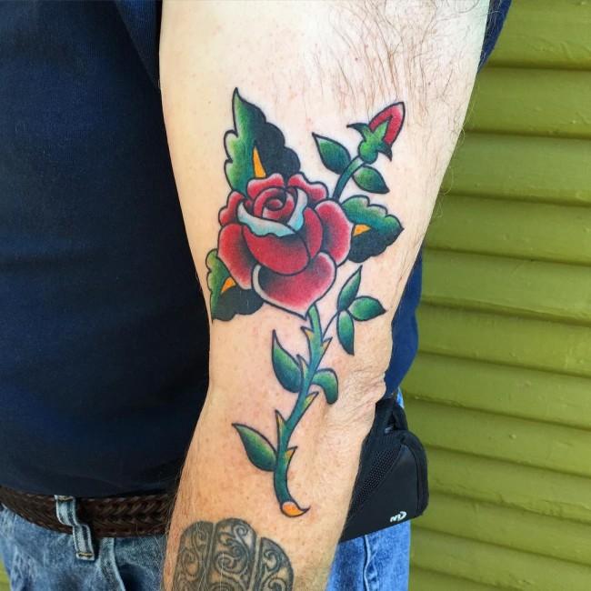 Tatouage Old School femme : 25+ idées de tatouages et sa signification 5