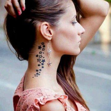 Tatouage nuque femme : 30+ idées de tatouages et leurs significations 28