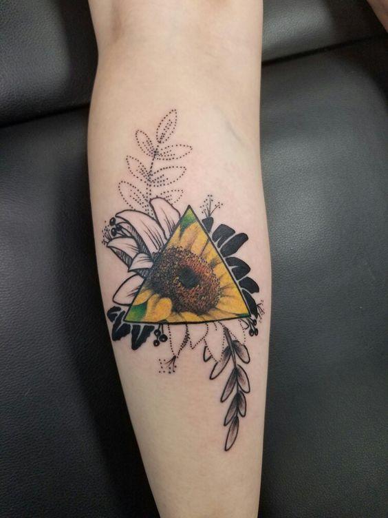 50 idées de tatouages de tournesol pour femme 1
