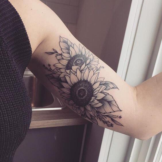 50 idées de tatouages de tournesol pour femme 5