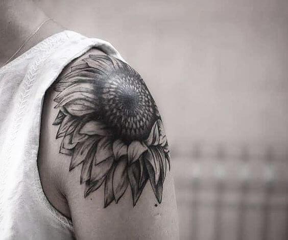 50 idées de tatouages de tournesol pour femme 7