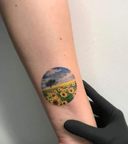 50 idées de tatouages de tournesol pour femme 10