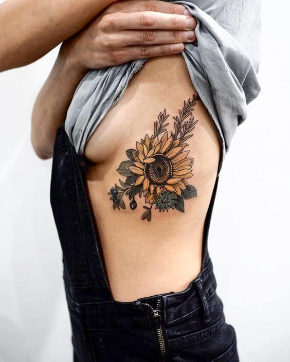 50 idées de tatouages de tournesol pour femme 12