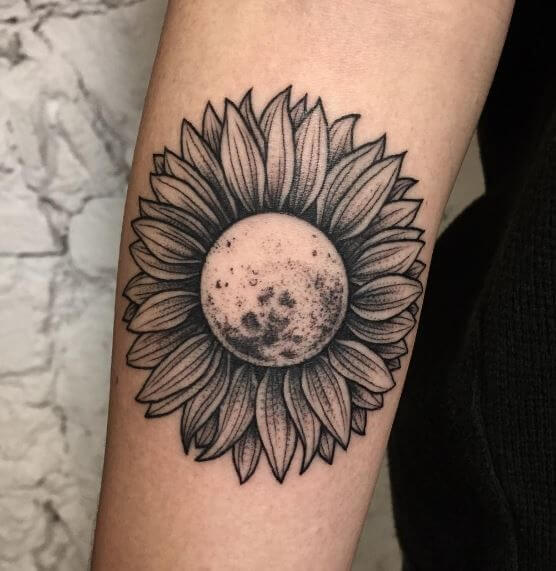 50 idées de tatouages de tournesol pour femme 13