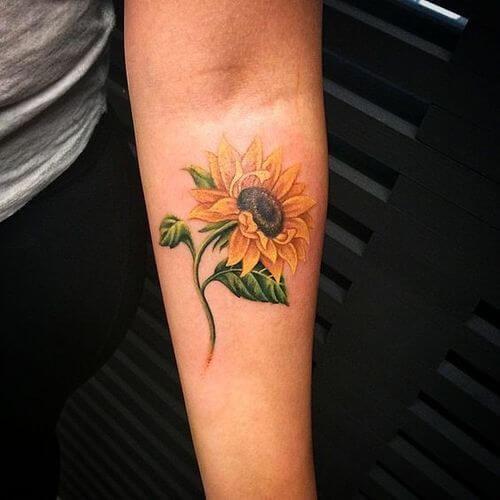 50 idées de tatouages de tournesol pour femme 16