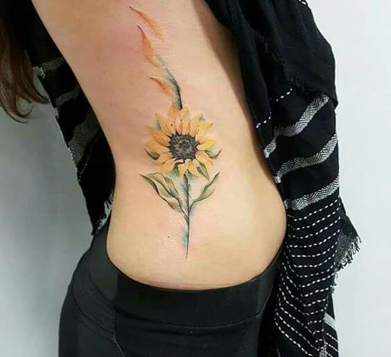 50 idées de tatouages de tournesol pour femme 18