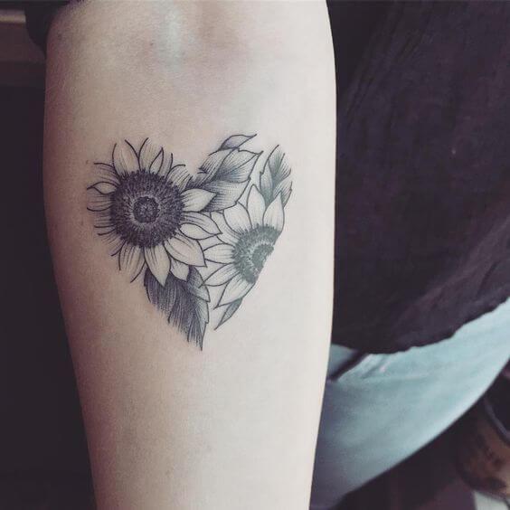 50 idées de tatouages de tournesol pour femme 19
