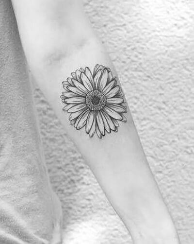 50 idées de tatouages de tournesol pour femme 20