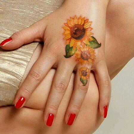 50 idées de tatouages de tournesol pour femme 21