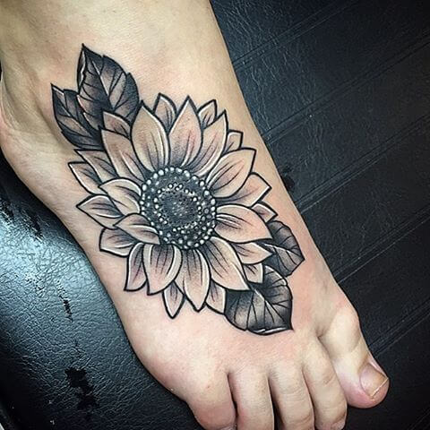 50 idées de tatouages de tournesol pour femme 22