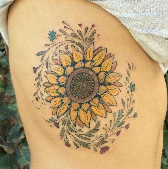 50 idées de tatouages de tournesol pour femme 25