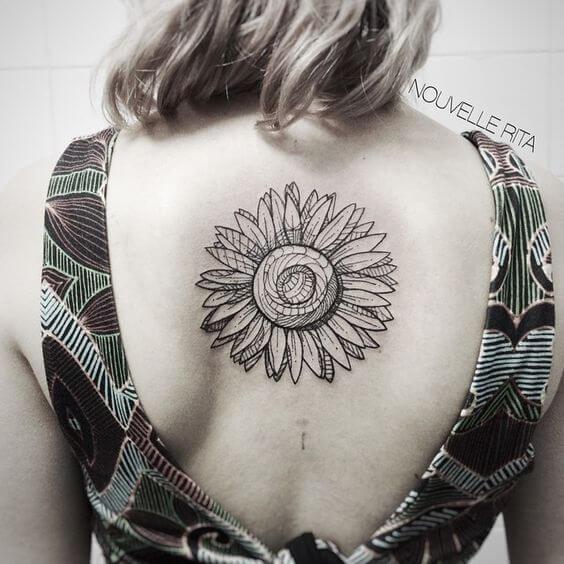 50 idées de tatouages de tournesol pour femme 31