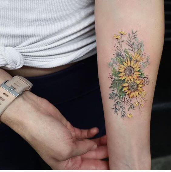 50 idées de tatouages de tournesol pour femme 36