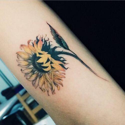 50 idées de tatouages de tournesol pour femme 38
