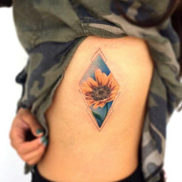 50 idées de tatouages de tournesol pour femme 40