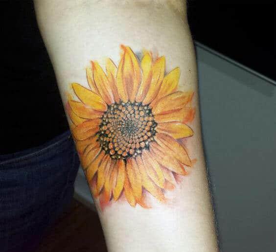 50 idées de tatouages de tournesol pour femme 43