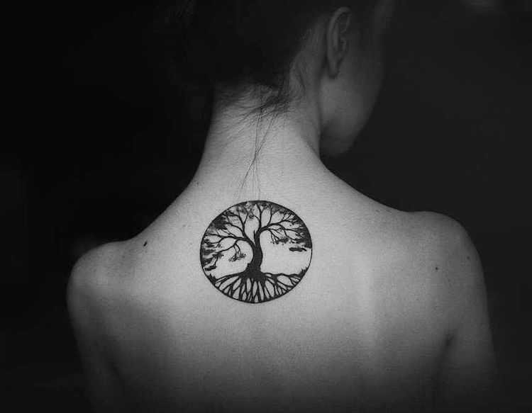 Tatouage épaule femme : 25+ idées de tatouages et leurs significations 55