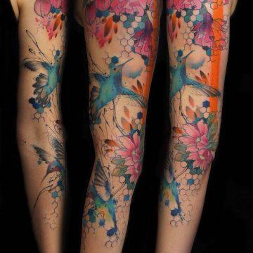 Tatouage bras femme : 50+ idées de tatouages et leur signification 335