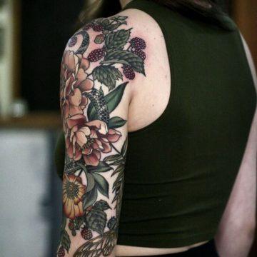 Tatouage bras femme : 50+ idées de tatouages et leur signification 336