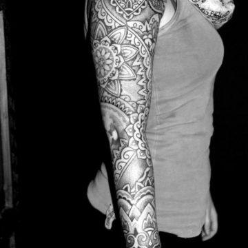 Tatouage bras femme : 50+ idées de tatouages et leur signification 347