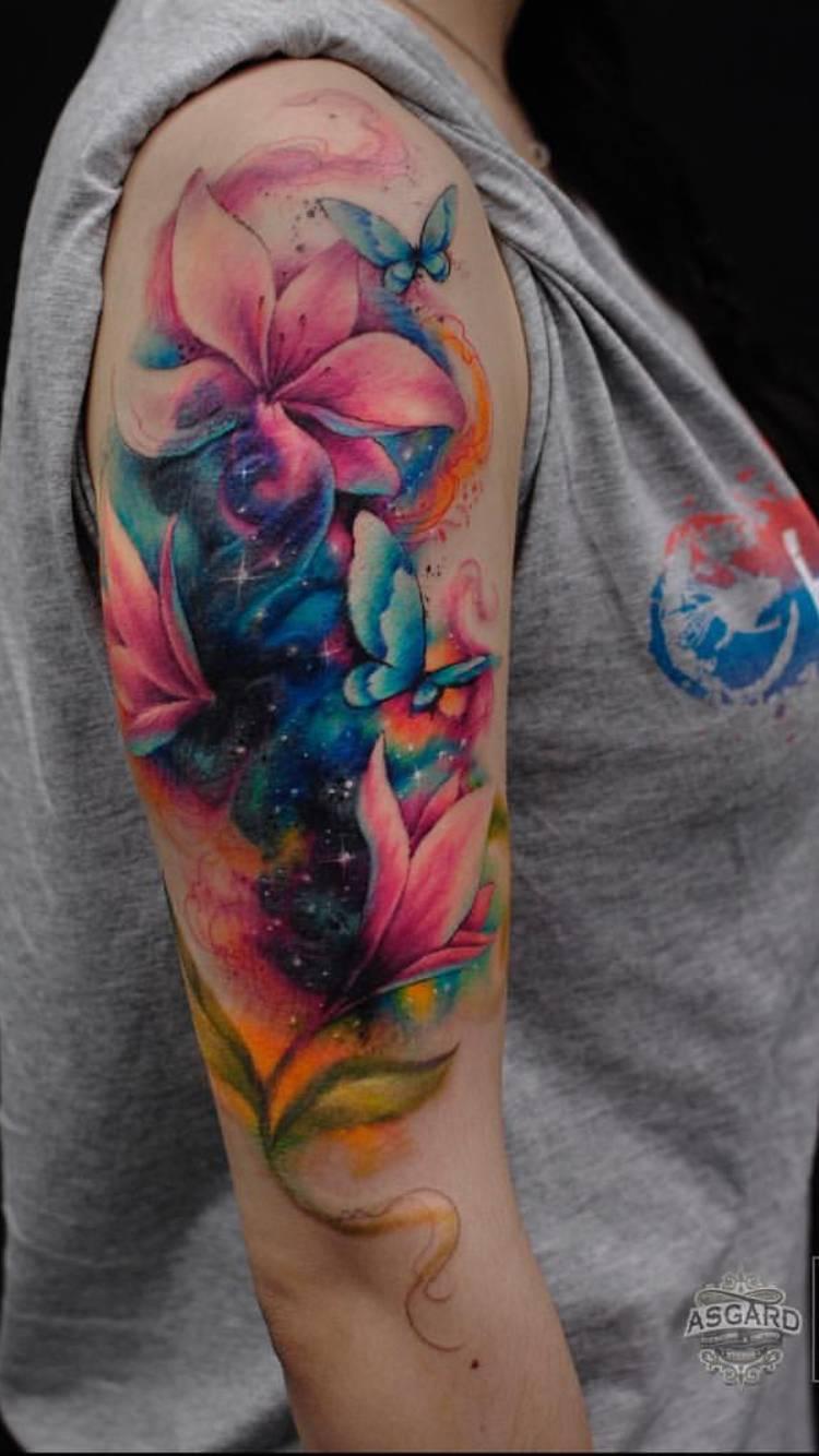 Tatouage épaule femme : 25+ idées de tatouages et leurs significations 18