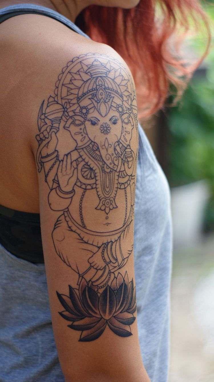 Tatouage épaule femme : 25+ idées de tatouages et leurs significations 20