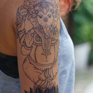 Tatouage bras femme : 50+ idées de tatouages et leur signification 274