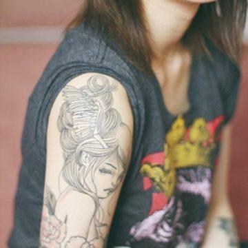 Tatouage bras femme : 50+ idées de tatouages et leur signification 275